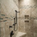 badkamer met decoratie tegels
