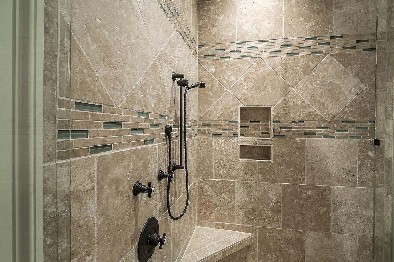 Kostprijs van een badkamerrenovatie vergelijk prijzen en bespaar