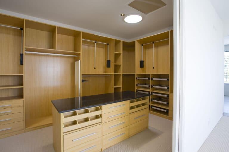 dressing room inrichten met werkblad